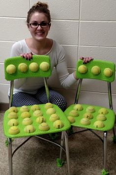 Sensory seating is used for students who may have difficulty processing information from their senses and from the world around them. Tennis balls on the seat and backrest provide an alternative texture to improve sensory regulation. Students with autism Sensory Rooms, Autism Sensory, Diy Sensory Toys, Sensory Tubs, Sensory Wall, Sensory Boards, Sensory Diet, Sensory Issues, Classroom Organization