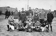 SCENES SOLTAU PRISONER--WAR CAMP GERMANY 1916-1917 (HU 67587)   A football team formed by English prisoners.