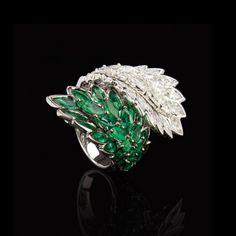 Anel em ouro branco com esmeraldas e diamantes Frattina.