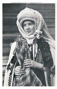 Old Traditional Romanian Folk Costumes Popular Costumes, Attractive People, Folk Costume, Eastern Europe, Vintage Photographs, Traditional Dresses, Folk Art, Winter Hats, Textiles