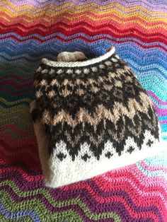 Icelandic Sweaters, Knit Sweaters, Best Knots, Norwegian Knitting, Nordic Style, Color Combinations, Knitted Hats, Diy And Crafts, Beanie