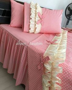 Discover recipes, home ideas, style inspiration and other ideas to try. Rose Comforter, Ruffle Duvet, Duvet Bedding Sets, Bed Covers, Duvet Cover Sets, Draps Design, Bed Cover Design, Designer Bed Sheets, King Size Bedding Sets