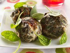 Ce petit pâté de viandes de porc agrémenté d'herbes et de verdures se sert chaud avec des pommes vapeur, ou froid, avec une salade de pissenlits aux croûtons.