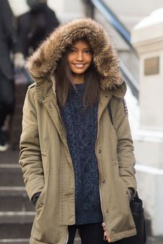 Winter street style from model Malaika Firth…blue aaron knitted jumper, black leggings & khaki parka coat with fur collar. Vanessa Jackman, Street Style 2014, Street Style Women, Winter Outfits, Casual Outfits, Summer Outfits, Mode Indie, Fashion Week, Winter Fashion