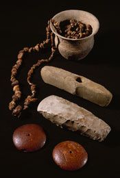 These grave gifts from male burials date to the so-called Bottom Grave Period of the Single Grave Culture.