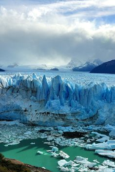 Know about the wonders of Argentina; The Los Glaciares National Park in Argentina. Place to visit Mount Fitz Roy, Cerro Torre, El Chalten, Glaciar Perito Moreno and more. Parc National, National Parks, Places To Travel, Places To See, Beautiful World, Beautiful Places, Parque Natural, Argentina Travel, Argentina Patagonia
