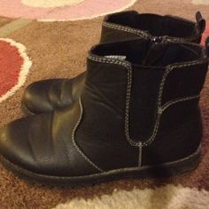 Boys size 13 Fall Winter black boots excellent The children's Place boys black boots, the side zippers. Size 13great condition Worn 1x only Pd $26.96 TCP Shoes Boots