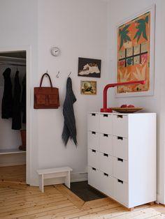 Historiska hem Scandinavian Interior, Entryway, New Homes, Living Room, Furniture, Home Decor, Entrance, Decoration Home, Room Decor