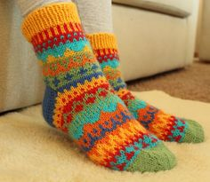 Knitting fair isle socks color charts 41 Ideas for 2019 Knitting Machine Patterns, Poncho Knitting Patterns, Knitting Socks, Knitting Designs, Baby Knitting, Knit Baby Booties, Wool Socks, Colorful Socks, Knitted Bags