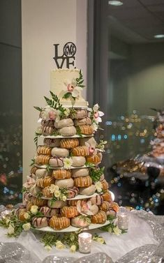 Wedding Day Brunch Foods Donut Tower 40 Tips food wedding party Donut Wedding Cake, Wood Wedding Cakes, Wedding Donuts, Wedding Desserts, Wedding Cake Toppers, Rustic Wedding, Our Wedding, Dream Wedding, Wedding Decorations