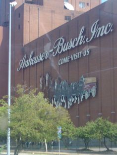 Toured Anheuser Busch in St Louis Mo with Linda & Bob. We were also able to tour the stables and see the World Famous Clydesdales.