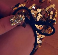 GOLDEN NAILS AND SHOES