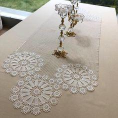Crochet Borders, Crochet Motif, Crochet Doilies, Hand Crochet, Crochet Patterns, Lace Runner, Lace Table Runners, Crochet Round, Crochet Home