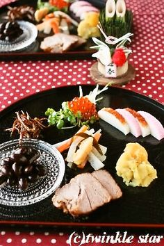 twinkle star~パンを焼く毎日~:A HAPPY NEW YEAR☆2014 ストウブで♪おせち作り New Year's Food, Food N, Food And Drink, Japanese New Year Food, Sushi, Cooking Recipes, Favorite Recipes, Meals, Dishes