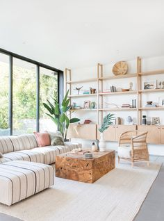 One of the things I hate are new-builds without character but Venice Beach-based design firm Electric Bowery found a way to incorporate a ton of mid-century feel into this Santa Monica space Interior Design Living Room, Living Room Designs, Living Room Decor, Living Spaces, Modern Interior, Mid Century Interior Design, Interior Design Blogs, Eclectic Modern, Modern Decor