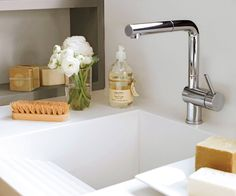 Lavaderos y zonas de planchado: 4 proyectos geniales y muy completos Cottage Living, Mudroom, Laundry Room, Small Spaces, Sink, Kitchen, Home Decor, Washer And Dryer, Shower Trays