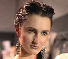 Wet Look Hairstyles for Women: Alberta Ferretti  #wethair #hairstyles
