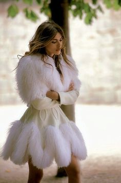 amazing cream off white fitted white fur trimmed coat