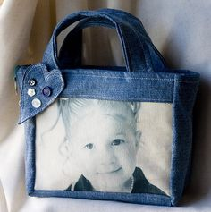 denim purse idea with photos on fabric Denim Purse, Denim Crafts, Recycled Denim, Purse Patterns, Fabric Bags, Bag Making, Purses And Bags, Reusable Tote Bags, Photo Bag
