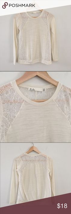 """Madewell Lace Long Sleeve Tee Hi-Line by Madewell, in good condition. Shows very light wear.   ✅Bundle and save 20% 👍 ✅Willing to negotiate on price ✅Reasonable offers will be considered, but no lowballs, please. ✅Some prices are more negotiable than others. I might counter, or I might accept your offer. You won't know if you don't ask 🙂 🚫No Trades  📝 Measurements taken when laying flat Ⓜ️ Chest 17.5"""" Ⓜ️ Length 22"""" Madewell Tops Tees - Long Sleeve"""