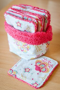 Lingettes lavables et panier de rangement réversible - Karine Wonderland Blog Coin Couture, Couture Sewing, Sewing Hacks, Sewing Tutorials, Sewing Patterns, Skirt Patterns, Dress Tutorials, Blouse Patterns, Fabric Crafts