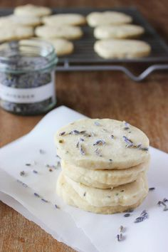 Lavender Shortbread - an elegant dessert. Perfect for summer picnics and parties!
