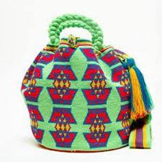 Hermosa Collection Wayuu Bags Handmade by One Thread at a time. Una Hebra Wayuu Mochila Bags of the Finest Quality. Mochila Crochet, Tapestry Crochet Patterns, Boho Bags, Bohemian Bag, Crochet Purses, Crochet Bags, Bucket Bag, Needlework, Purses And Bags