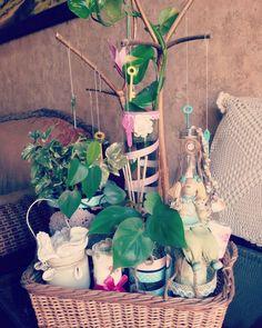 Happy corner. Recycled keys, glass jars, fresh greenery, crochet doilies. Diy Christmas, Christmas Decorations, Recycled Art, Crochet Doilies, Glass Jars, Greenery, Snowflakes, Keys, Recycling
