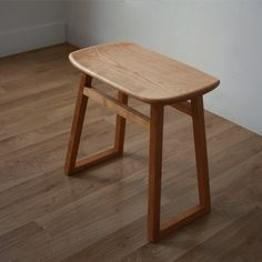 Cherry stool that I want to make Mod Furniture, Simple Furniture, Woodworking Furniture, Living Furniture, Furniture Making, Furniture Design, Small Wooden Stool, Chair Design Wooden, Stool Chair