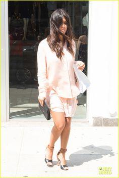 Kim Kardashian's Cleavage Is On Full Display For Khloe's 30th Birthday Dinner! | kim kardashian cleavage on full display for khloe birthday 08 - Photo