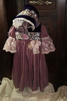 Beautiful dress for France or German antique doll 27 + bonnet+ shoes !!!