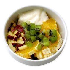 Манечка Антонова  5. ФРУКТОВЫЙ Кусочки апельсина, ананаса, груши, яблока, киви, заправленные йогуртом.