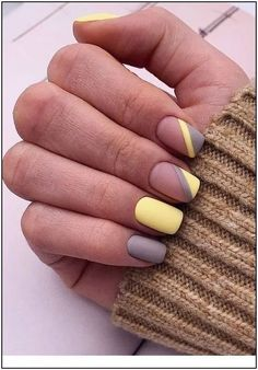 Nice matte yellow and grey nails - Nagellack-Kunst - Uñas Nagellack Design, Nagellack Trends, Nails Yellow, Pink Nails, Matte Gray Nails, Matte Nail Colors, Matte Nail Art, Rose Nail Art, Blue Nail