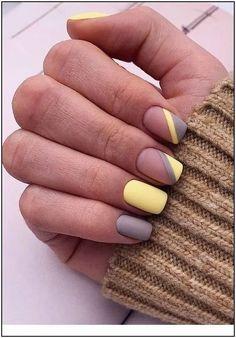 Nice matte yellow and grey nails - Nagellack-Kunst - Uñas Stylish Nails, Trendy Nails, Cute Nails, Cute Short Nails, Short Nails Art, Nagellack Design, Nagellack Trends, Square Nail Designs, Best Nail Art Designs