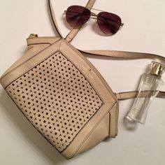 Adorable Kate Spade Crossbody In excellent condition this Crossbody is a perfect addition to your outfit! One or two wear marks as seen in pics. Comes with original dust bag. kate spade Bags Crossbody Bags
