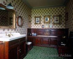 Chateau de Groussay bath