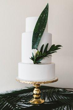 14 Reasons Tropical Foliage Is The Perfect Wedding Decor - Hochzeitstorte Trendy Wedding, Perfect Wedding, Dream Wedding, Wedding Beach, Beach Weddings, Tropical Weddings, Yellow Weddings, Garden Weddings, Indian Weddings