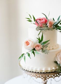 A cake for a garden wedding: http://www.stylemepretty.com/arizona-weddings/phoenix/2015/05/21/rustic-elegant-wedding-at-the-secret-garden/ | Photography: Brittany Mahood - http://www.brittanymahood.com/