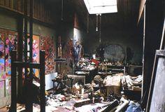Lo studio di Francis Bacon a Reece Mews, Londra, fotografia di Perry Ogden, 1988.
