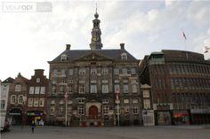 Stadhuis Breda, op 5 mei werken de ambtenaren niet, deze zelfstandig trouwambtenaar wel ;-)