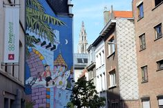 Discover Antwerp's comic strip walls: admire the amazing comic strip art that covers entire sides of houses in various neighbourhoods throughout the city. Stripped Wall, Tourist Map, City Style, Comic Strips, Artsy Fartsy, Belgium, The Neighbourhood, Comics, Walls