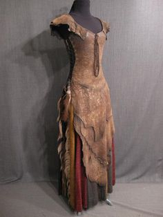 Medieval dress - love the shape and the look of the bottom of it could make it really ethereal and wispy with cheesecloth and tulle. Medieval Dress, Medieval Clothing, Viking Dress, Celtic Clothing, Steampunk Clothing, Steampunk Fashion, Costume Viking, Wood Elf Costume, Larp Costumes