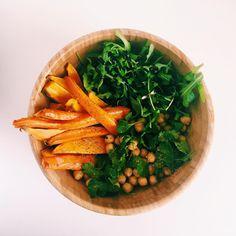 «Gros bol : carottes et patates douces rôties à l'huile de coco et au ras el hanout