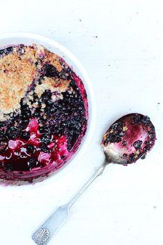 Sweet blueberry crumble. http://www.jotainmaukasta.fi/2013/07/15/mustikoiden-aarella/