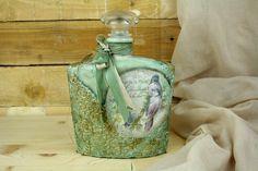 Artisanal royal glass bottle with pattina effect pentart