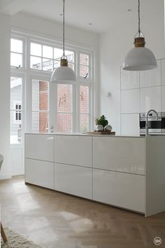 total white kitchen.