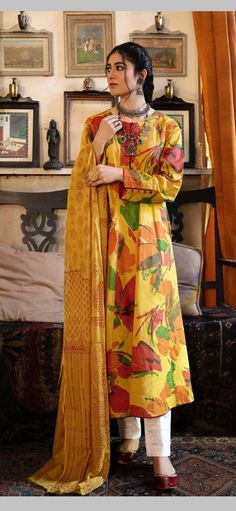 Stylish Dress Designs, Stylish Dresses, Simple Dresses, Casual Dresses, Pakistani Dresses Casual, Pakistani Dress Design, Indian Dresses, Crochet Long Dresses, Casual Indian Fashion