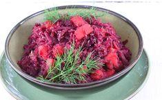 Przepis na tradycyjną czerwoną kapustę gotowaną z jabłkami. Kapusta czerwona na ciepło to idealny dodatek do każdego polskiego obiadu. Uwielbiam smak czerwonej kapusty.. a do tego na ciepło! Samo zdrowie. Coleslaw, Cabbage, Vegetables, Christmas, Brot, Health, Xmas, Coleslaw Salad, Cabbages