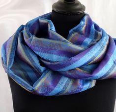 SNOOD bleu et violet rayé chatoyant en soie mélangée polyester : Echarpe, foulard, cravate par akka-accessoires