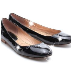 Marc Jacobs Black Patent Leather Ballet Flats  These shiny black patent leather ballet flats are sleek and stylish ,Wear all day long to look effortlessly fashionable! Features include a round toe and a low stacked heel.   Condition: Previously Loved (Includes box) Signs of Love: Light wear on insoles and outsoles; Heel taps slightly worn down; Toes lightly scratched; Uppers lightly scuffed and marked; Overall good condition  Size: 39  Measurements:  Insole: 10 in.  Width: 3 in.  Heel…
